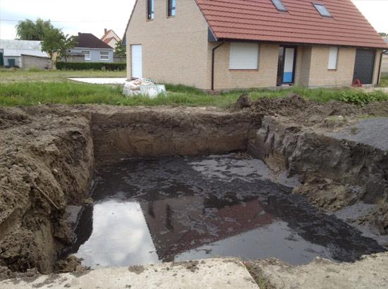 Installation du concassé dans le fond de forme piscine