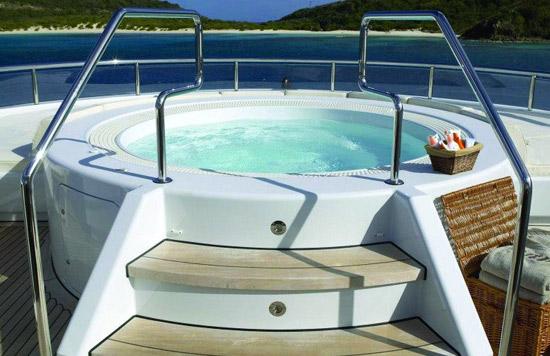La piscine avec spa int gr yacht pool nouveaut 2013 for Salon piscine et spa