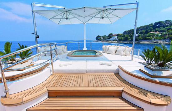 La piscine avec spa int gr yacht pool nouveaut 2013 for Piscine spa integre