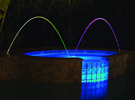 Arcs d 39 eau jets lumineux multicolores d 39 animation piscine for Animation piscine