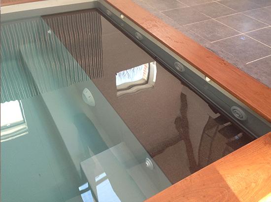 Espace de balnéothérapie dans une banquette de mini piscine