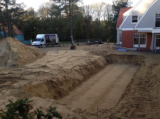 terrassement-de-la-piscine-dans-le-sable