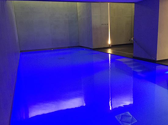 Eclairage multi couleur pour piscine